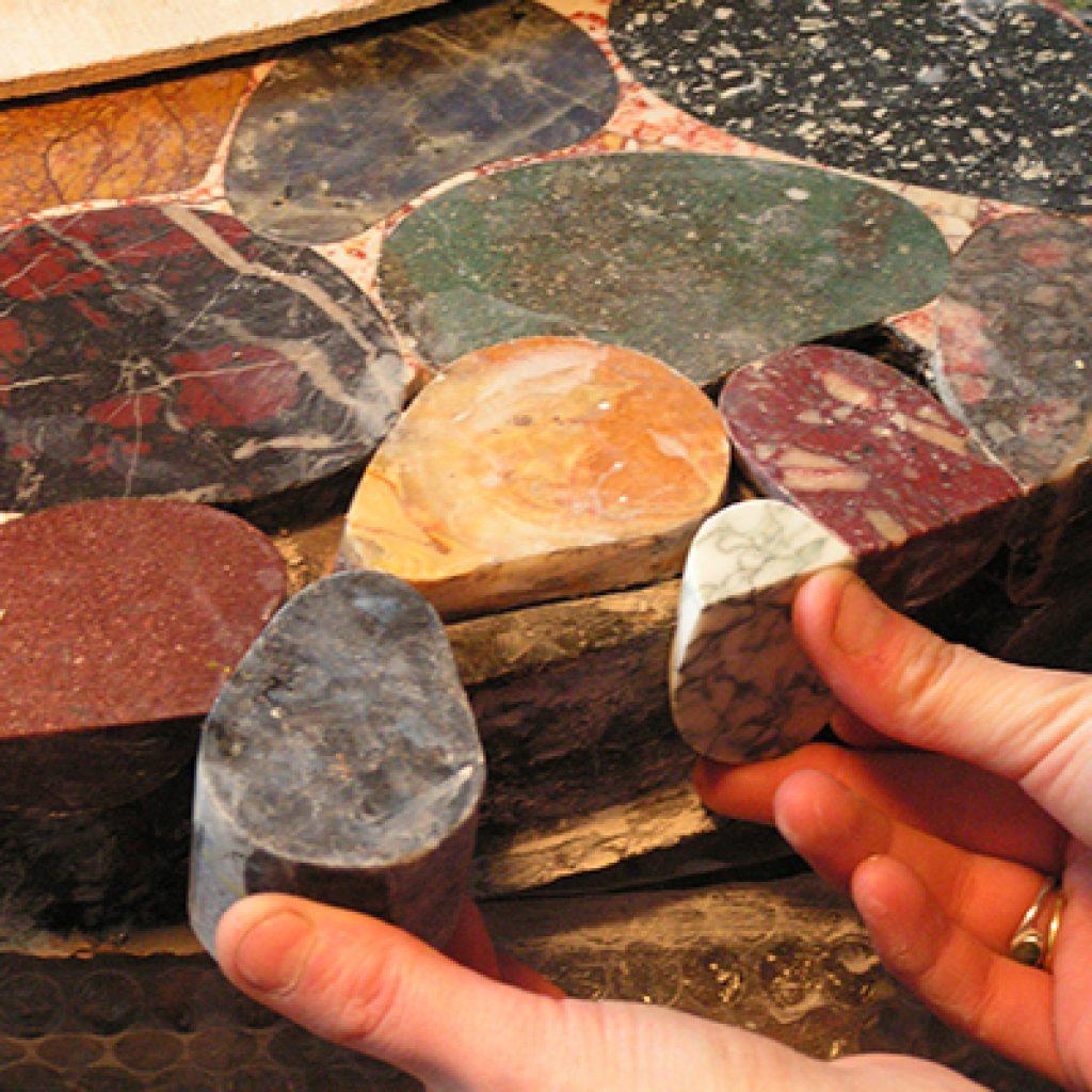 Guéridon pierres échantillonnage